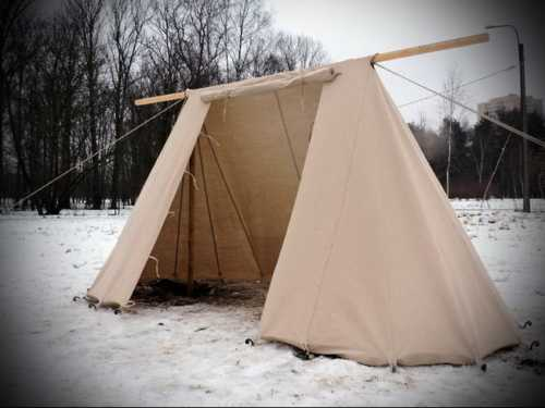 Anglo-Saxon tent. Middle with side entrance.