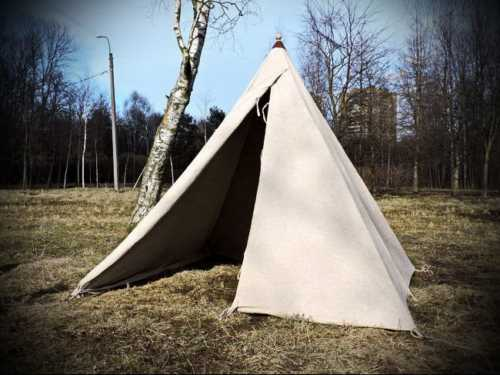 Pyramidal tent, middle size.