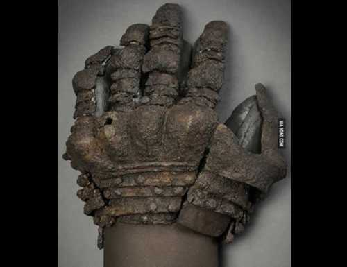 Gloves from Visby, type 3. XIV century.