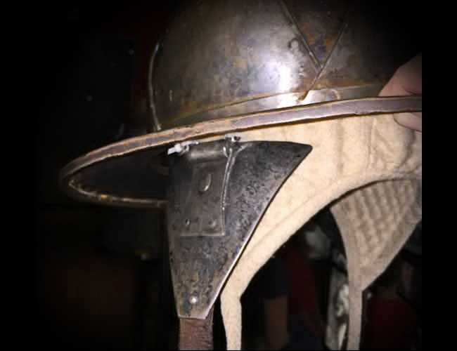 The kettle helmet with cheek plates (!) from the Stockholm museum.