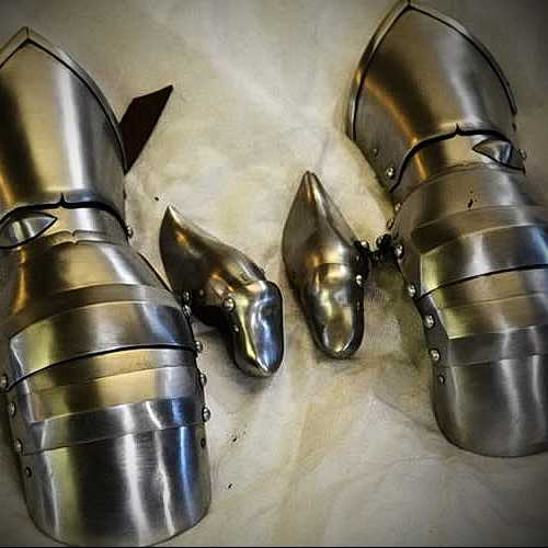 Gauntlets with additional knuckles, XV century.